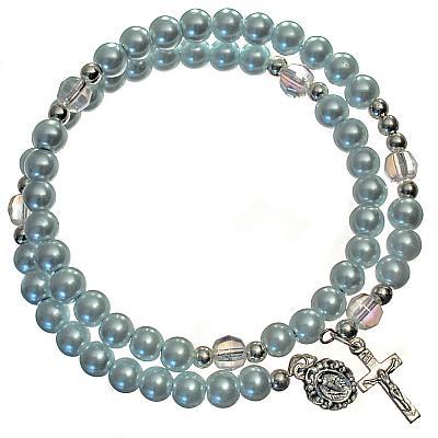 Armspange blau, mit Kreuz und Medaillon