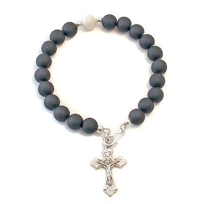 Armspange mit Kreuz schwarz/weiß