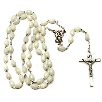 Rosenkranz gekettelt mit leuchtenden Perlen